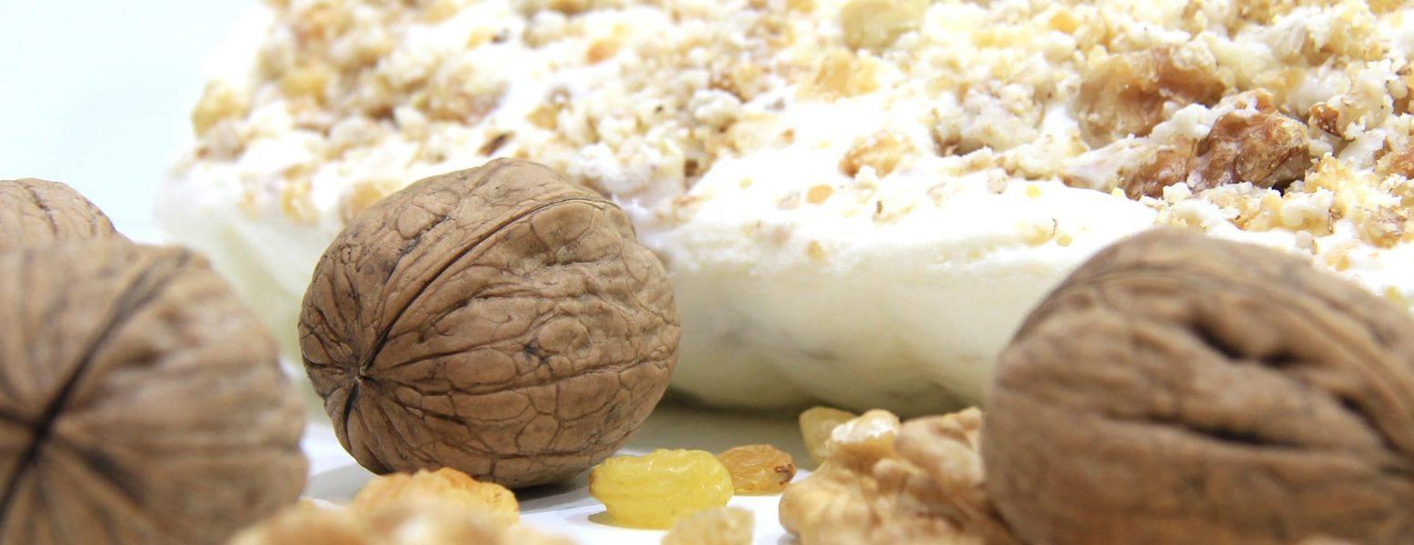 Arabic ice cream crunch with walnuts and raisins